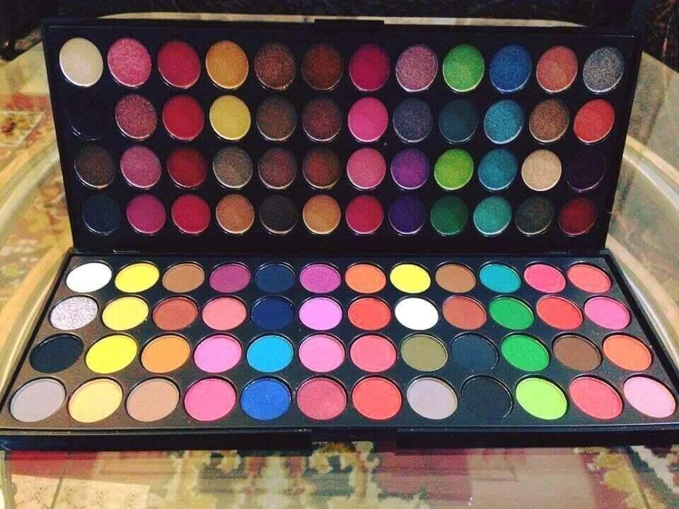 Makhmali + Matte 96 Colors eyeshadow Palette in pakistan sanwarna.pk