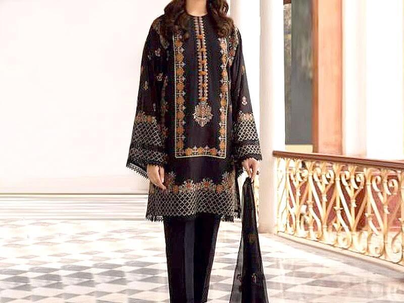 Embroidered Linen Dress with Chiffon Dupatta in pakistan sanwarna.pk
