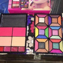 Kiss Touch Makeup Pallet Kit Sanwarna.pk